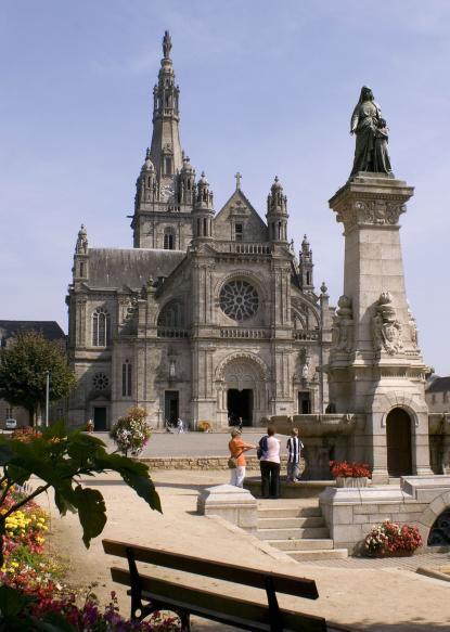 Sainte Anne d'Auray: capitale spirituelle de la Bretagne